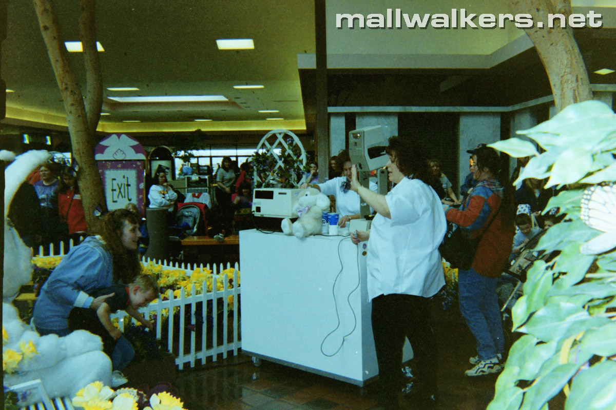 Easter Bunny Akron Ohio Rolling Acres Mall