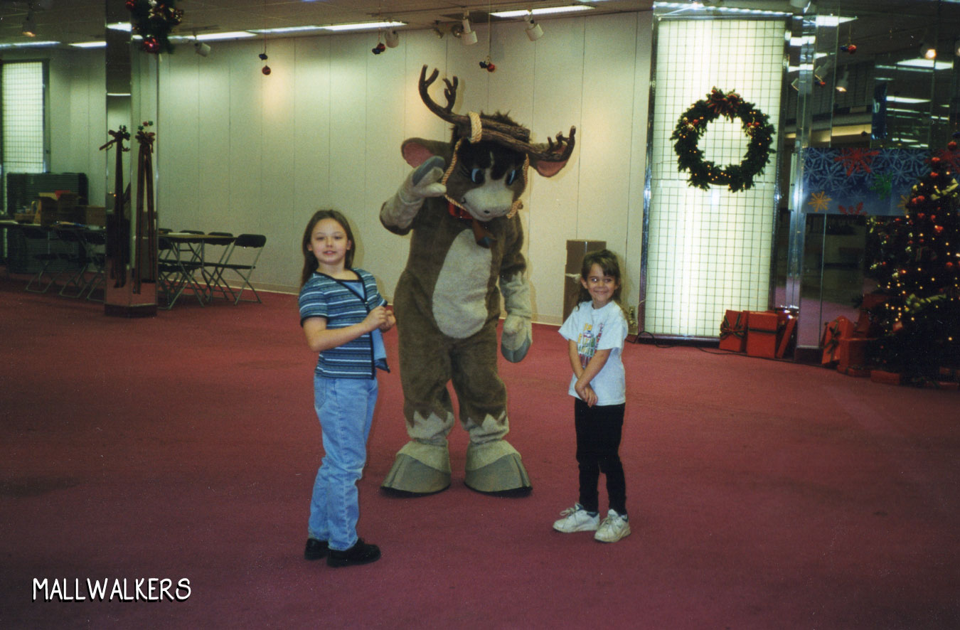 Rolling Acres Mall REindeer