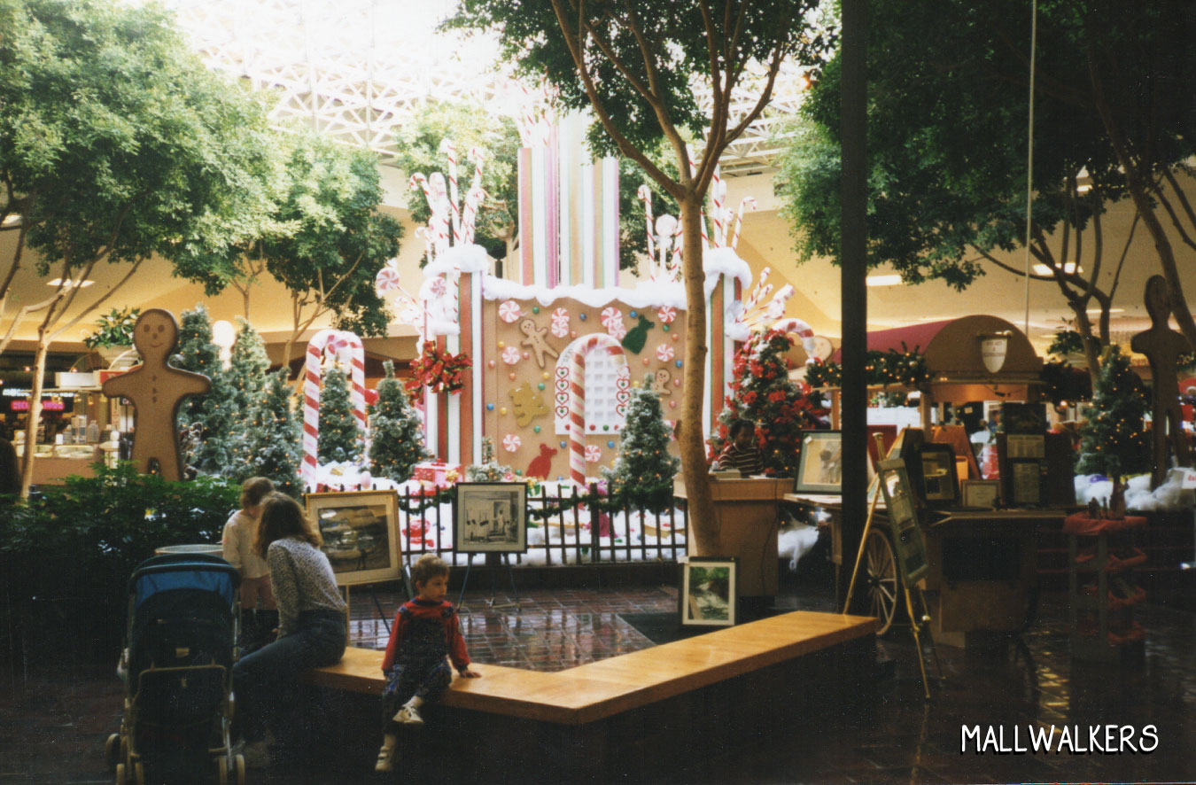 Rolling Acres Mall Fountain 1998