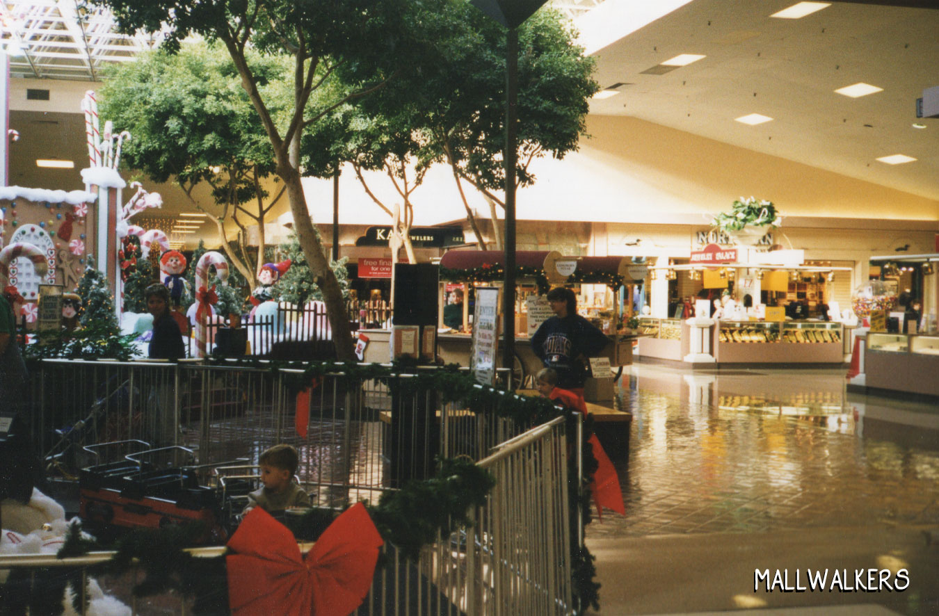 Rolling Acres Mall Fountain