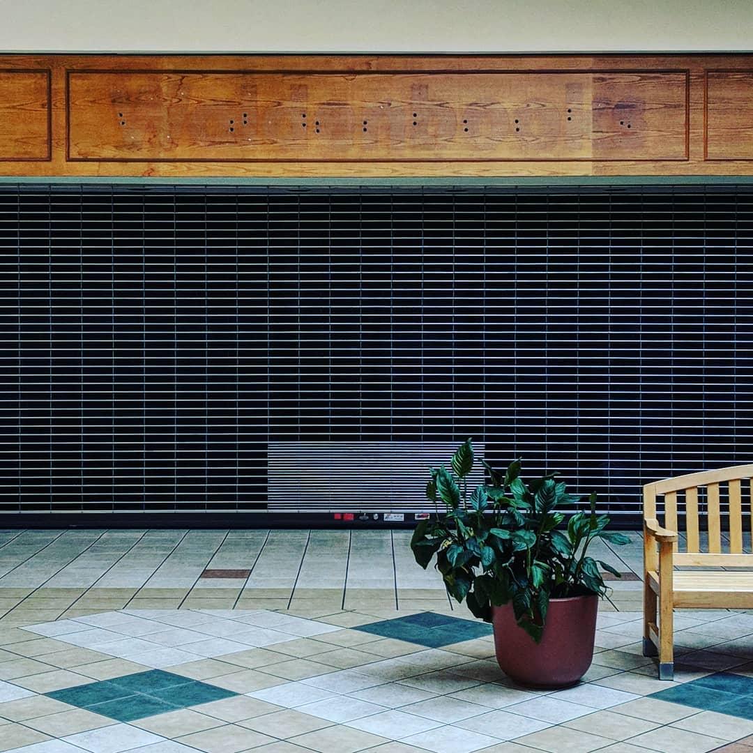 Waldenbooks Labelscar - Former Waldenbooks store