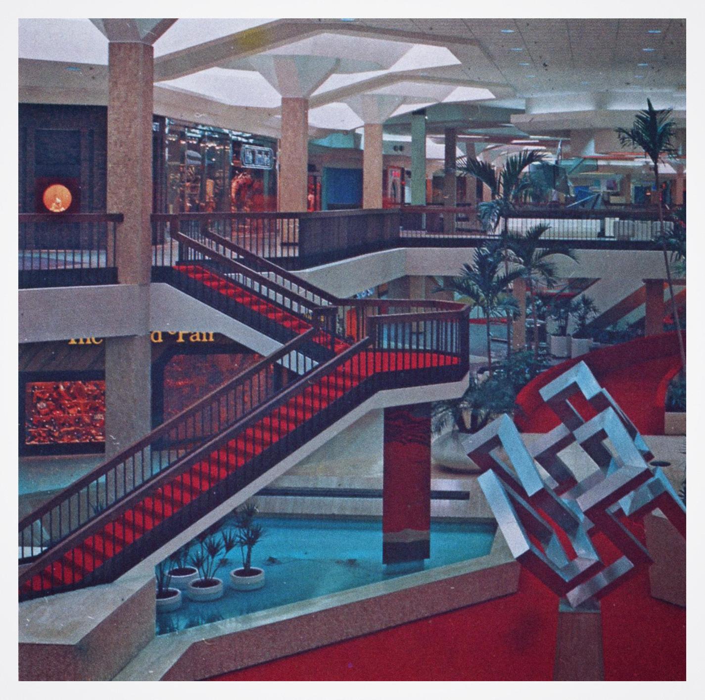 Sculpture Randal Park Mall